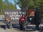 Сразу на выезде из городка начинается Yellowstone National Park