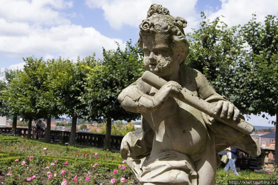 Скульптура Титца в Розовом саду