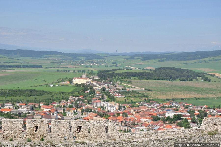 Вид на Спишске Подградье со стен крепости.