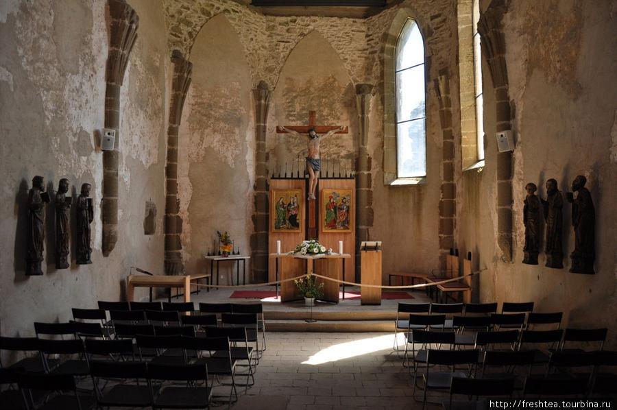 При осмотре Града не пропустите крепостную церковь св. Альжбеты (Елизаветы) с готическими сводами и копиями работ знаменитого на всю округу мастера Павла из Левочи (16 век).