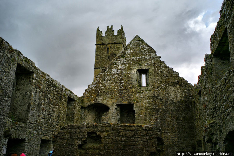 В монастыре Ross Errily Friary