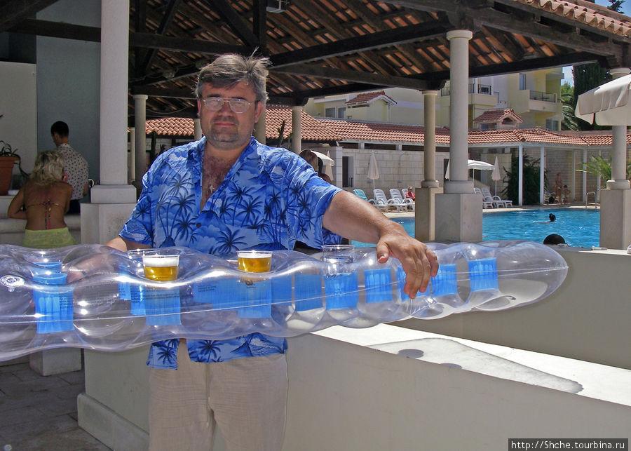 на матрасе удобно носить напитки на расстояние около 100 метров