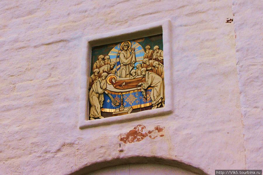 Икона на стене Трапезной палаты.
