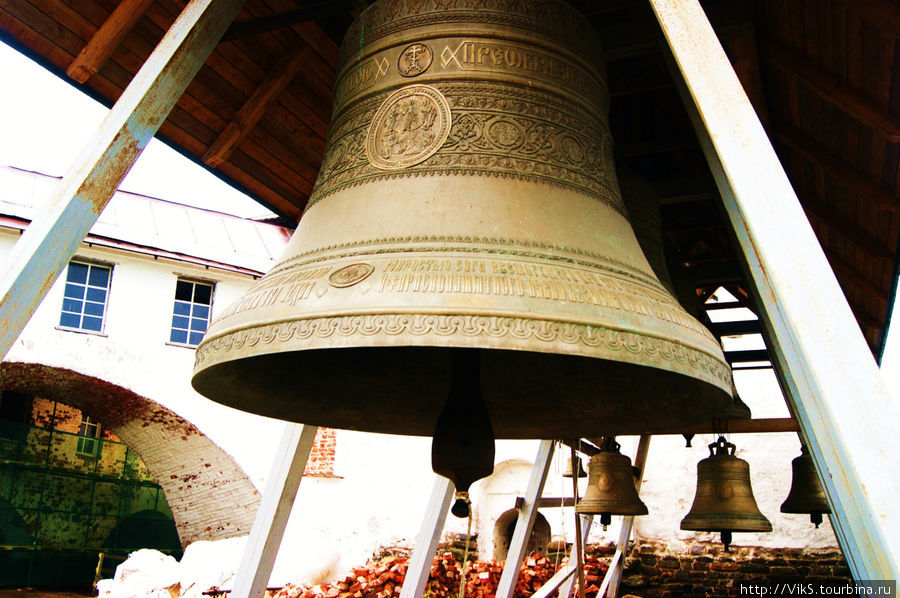 Главный колокол звонницы.