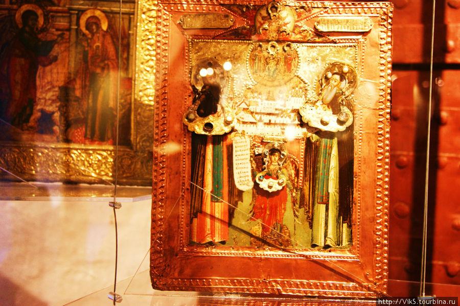 Удивительная икона. Необычная, на мой взгляд. Преподобные Зосима и Савватий — основатели монастыря.