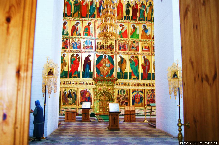 Свято-Преображенский собор. Иконостас.