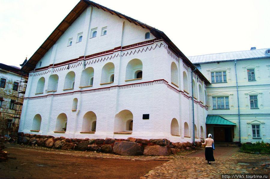 Эти помещения отданы монахам.