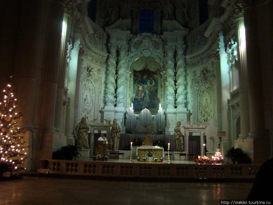 Интерьер церкви Св.Геотена.