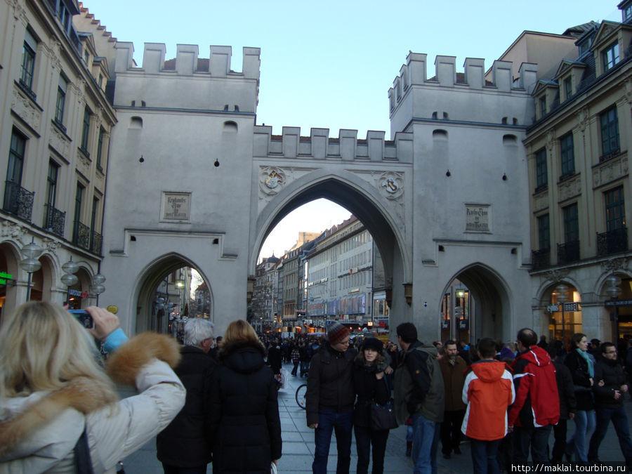 Мюнхен. За этой аркой начинается Торговая улица.
