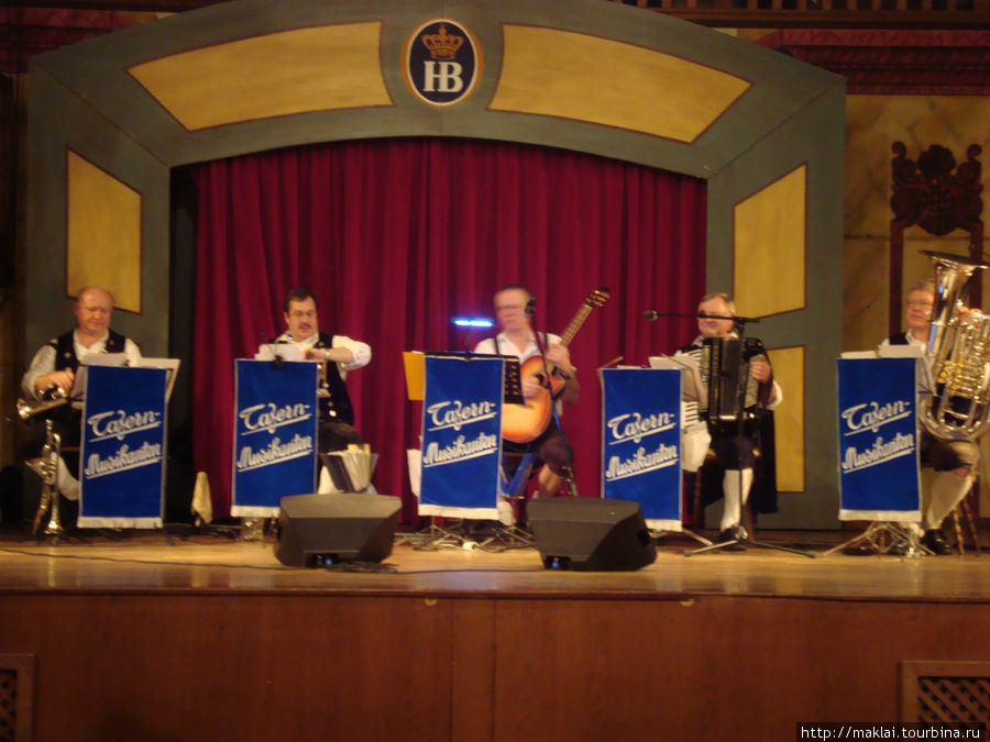 Выступление музыкантов.