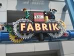 Посетили фабрику, где нам рассказали как изготавливают лего.