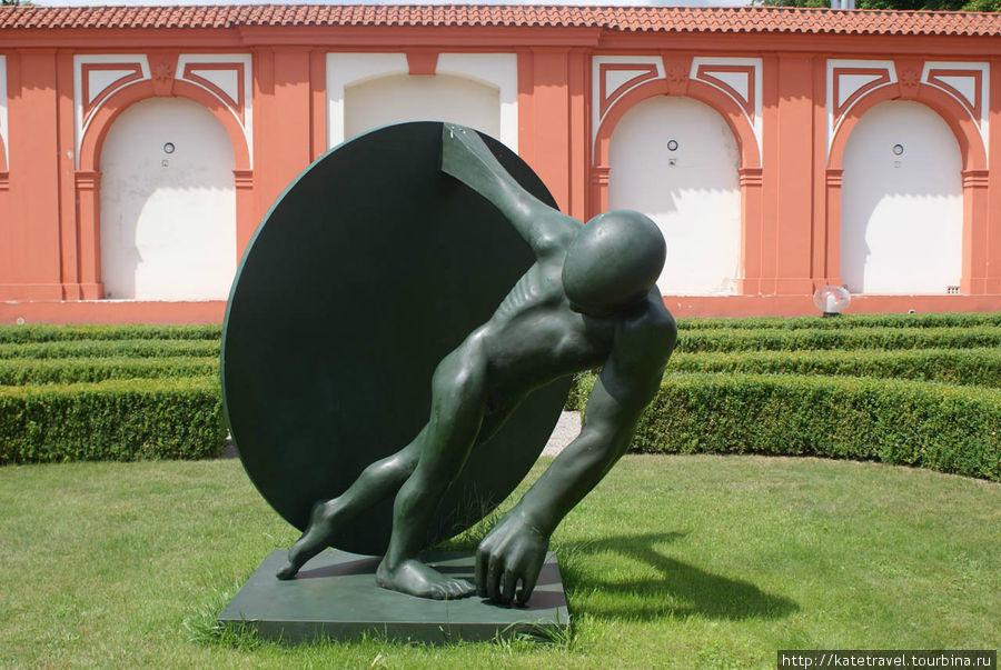 «Compact Disk», 2010, ламинат. Автор: Stefan Milkov