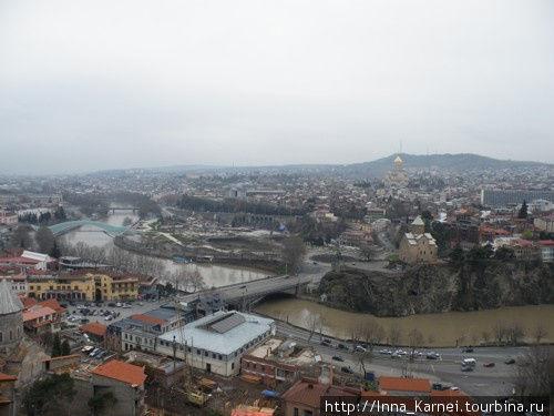Вид на Тбилиси под апрельским дождем