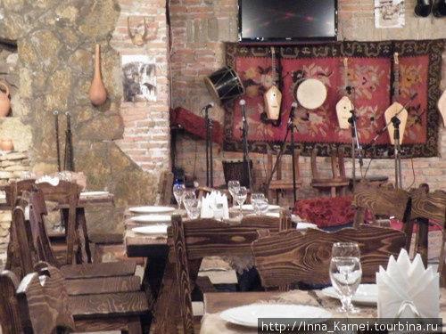 Интерьер ресторана национальной кухни