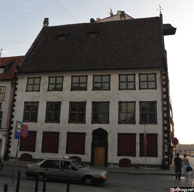 Интересно, какого года постройки этот дом?