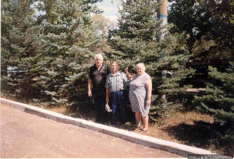 Я с родственниками на месте приземления Гагарина( Фото прошлого века).