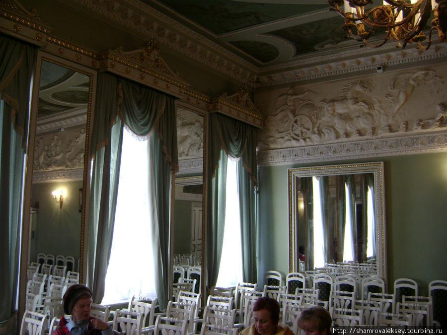 Каминный зал (Зеркальная гостиная)