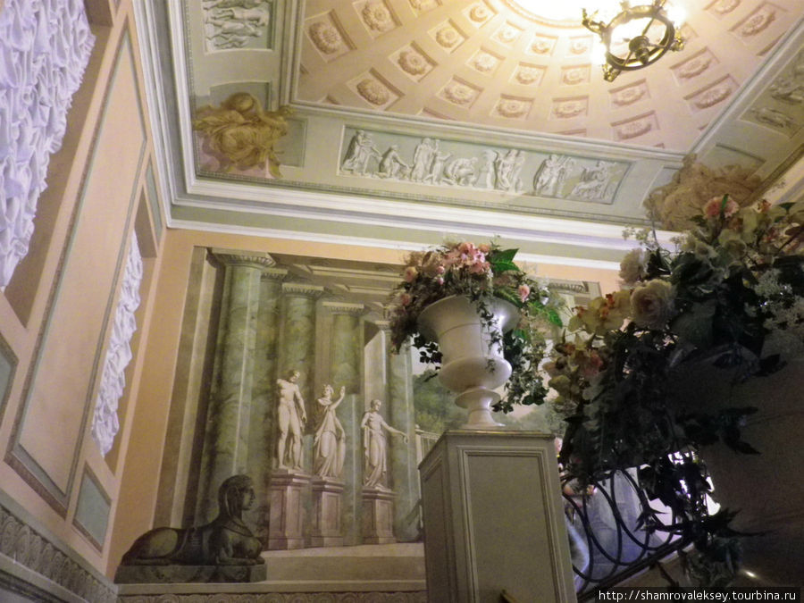Главная лестница дома Кочневой
