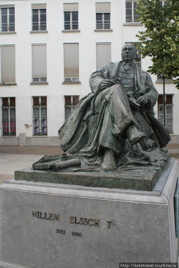 Памятник бельгийскому писателю Уильяму Элсхоту, творившему на фламандском языке