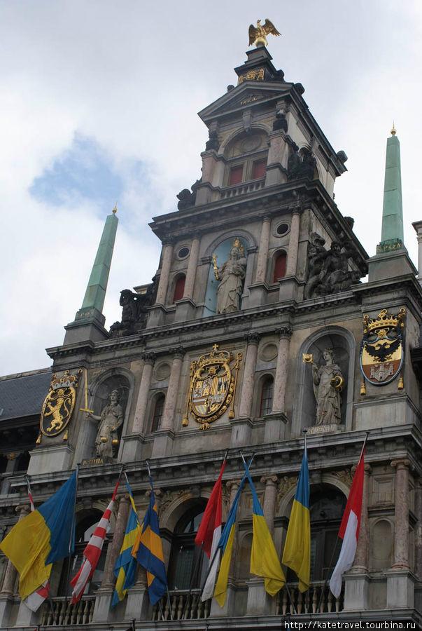 Городская Ратуша Антверпе
