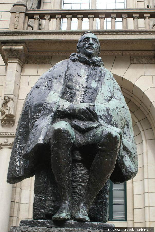 Памятник Гуго Гроцию