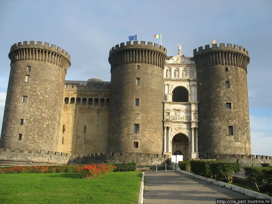 Крепость Кастель Нуово, Неаполь