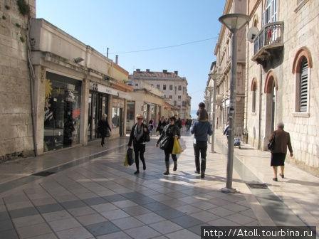 Улица, выходящая на набережную Сплита