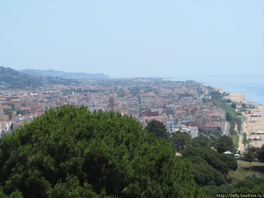 Панорама города с горы, не такой уж он и маленький:)
