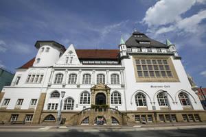 Ящик был рядом с музеем. Музей Боманна, расположенный напротив замка хранит в себе произведения художника Эберхарда Шлоттера и многочисленные собрания, связанные с историей города, а также собрания народного искусства. Также к нему включен первый в мире музей искусств, работающий круглые сутки.
