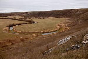 Со всех сторон окружена холмами (Казан = котел). Внизу — старица реки Казанка.