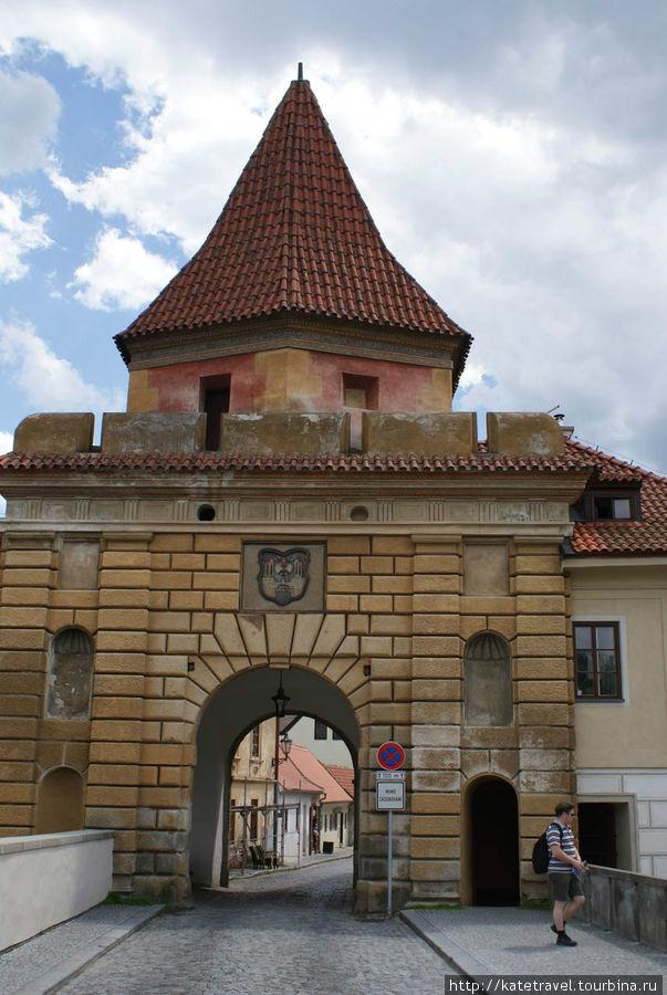 Будейовицкие ворота (внешняя сторона)