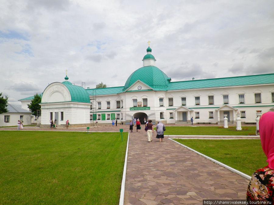 На территории Преображенской части монастыря