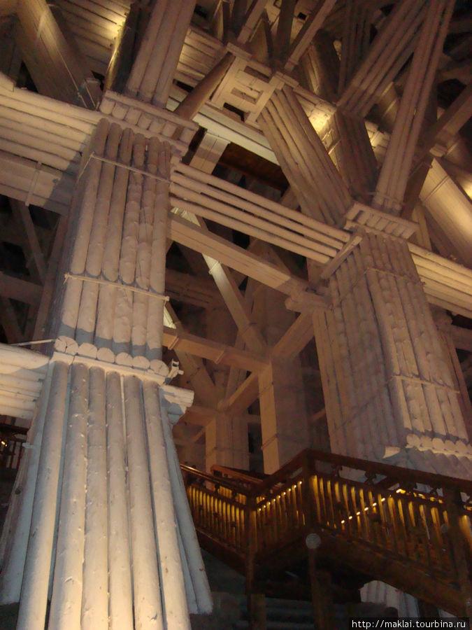 Величка. Вот такие конструкции предохраняют шахту от разрушения.