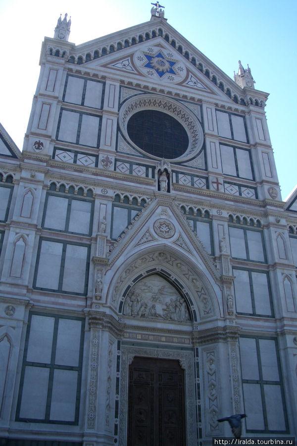 Итак, первые впечатления – собор Санта Кроче. Возможно, это самый прекрасный готический храм во всей Италии