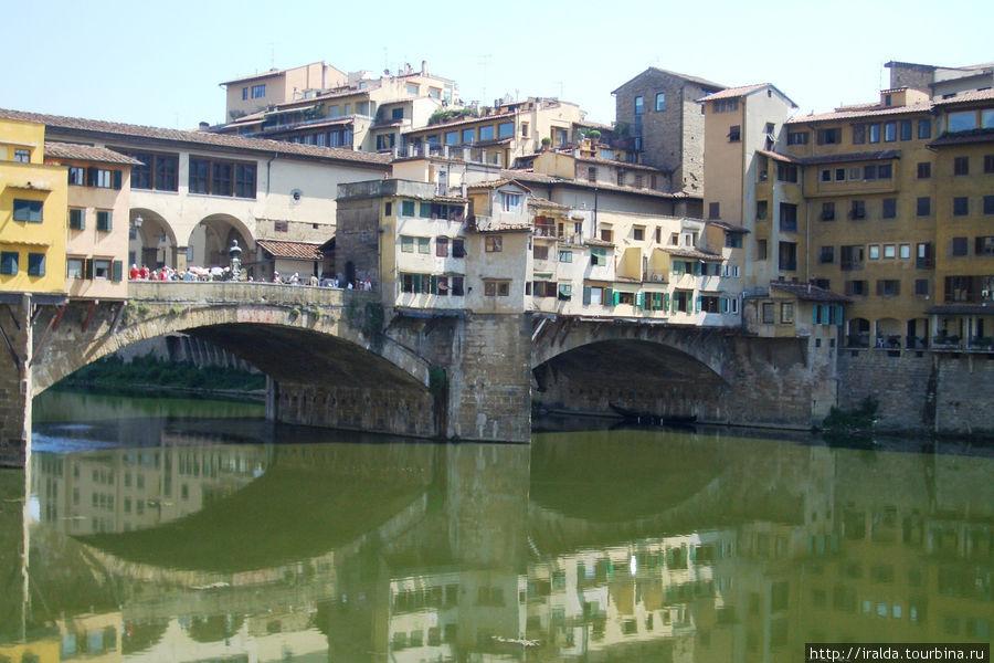 Одна из наиболее известных достопримечательностей древнего города. Мост Понте Веккио  (Старый мост)