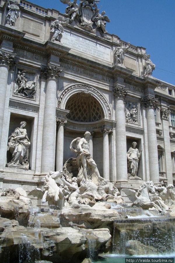 Фонтан трех дорог – фонтан Треви. Это самый красивый и грандиозный из фонтанов эпохи барокко