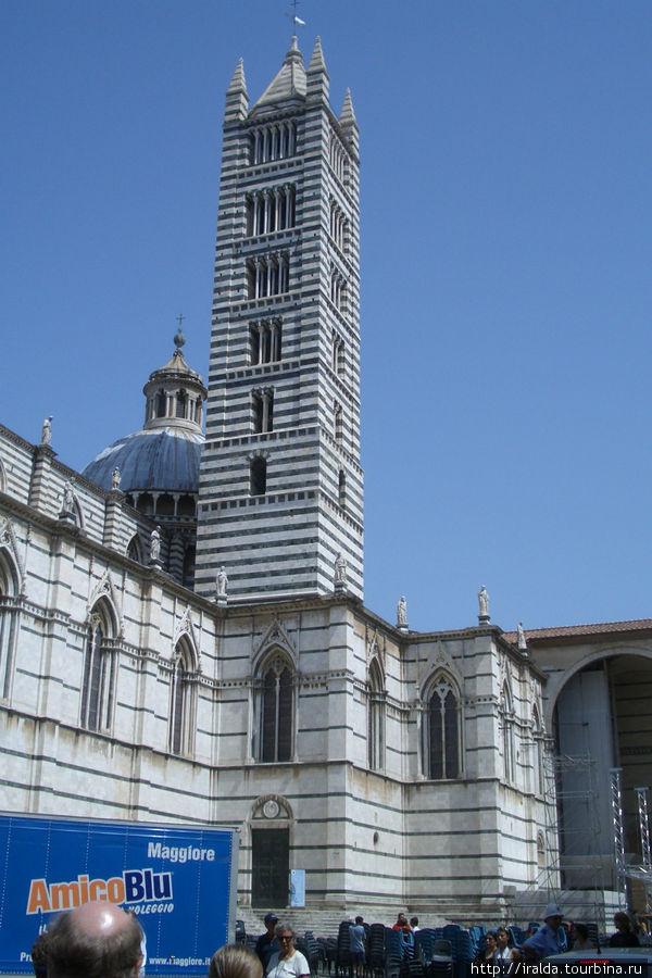 Но бесспорным архитектурным шедевром XII века Сиены является Главный собор (Duomo)