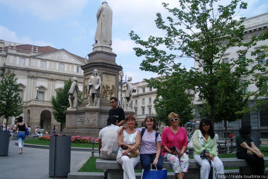 Памятник Леонарду да Винчи на пьяцца дела Скала