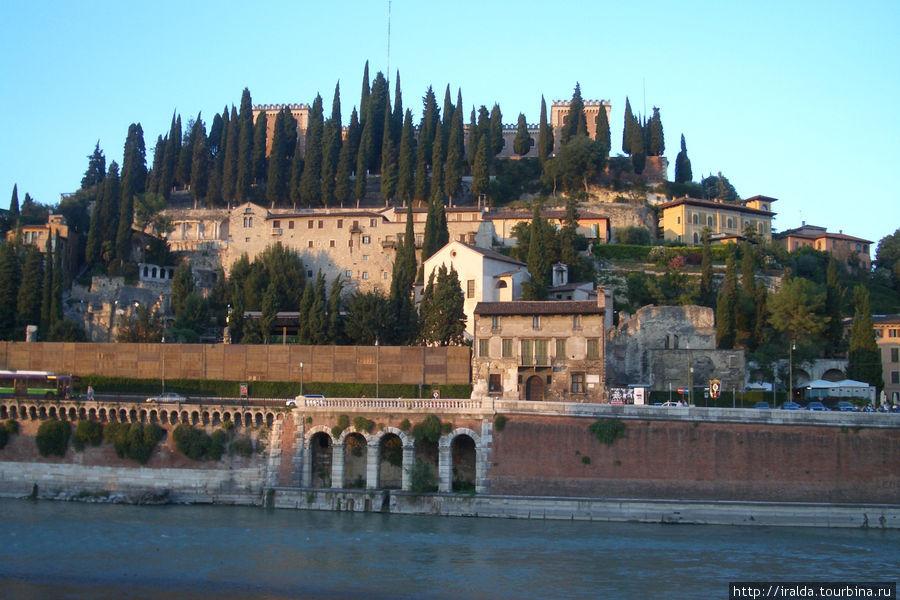 Знаменитый древнеримский амфитеатр Вероны, где проходит крупнейший в Италии оперный фестиваль.