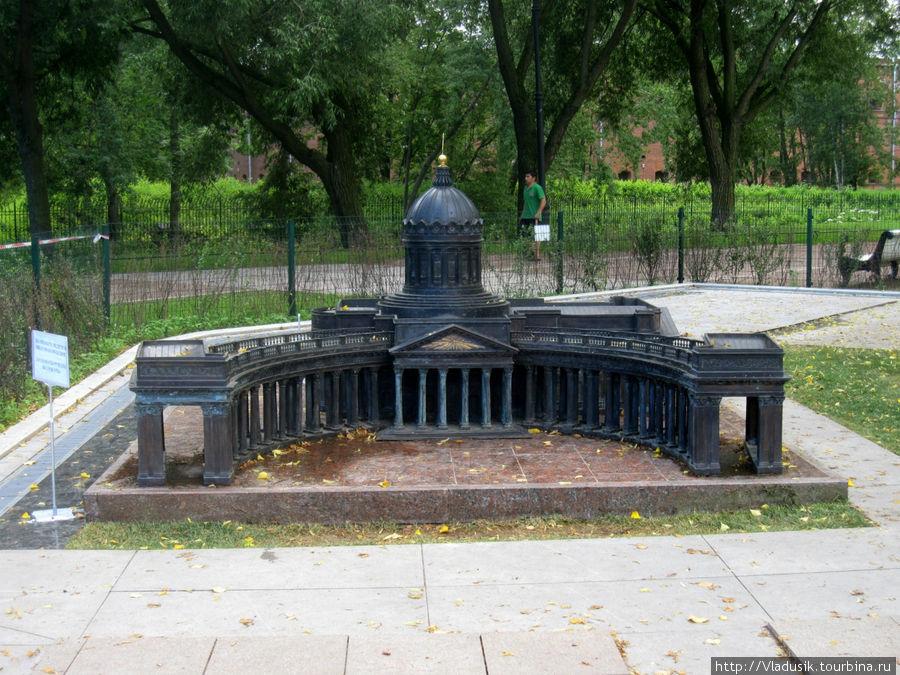 Вот почему не сделать было газон с фонтаном перед Казанским? Ну и т.д.