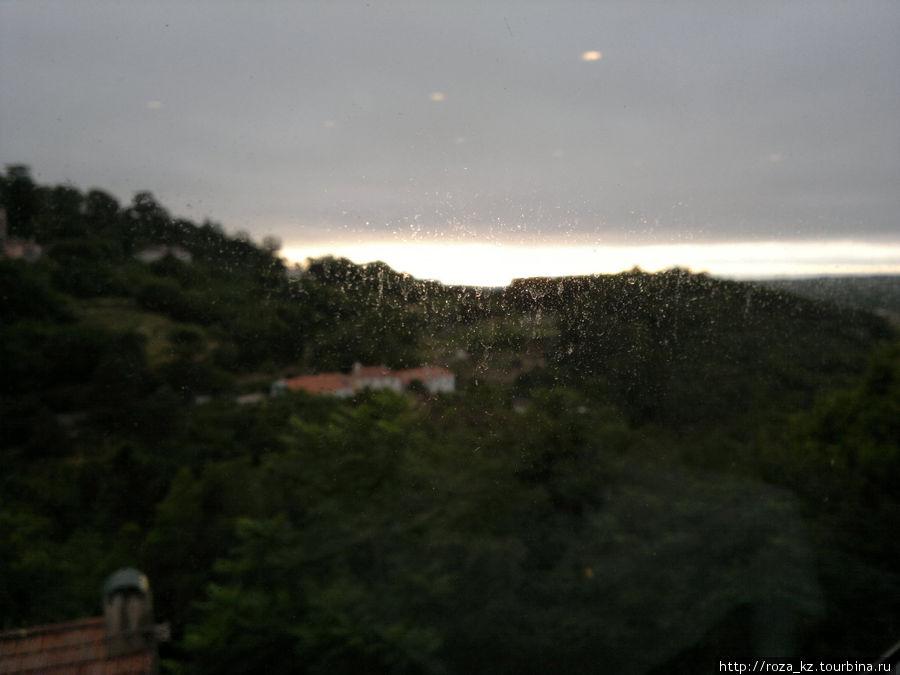 в дождливый вечер в ресторане отеля