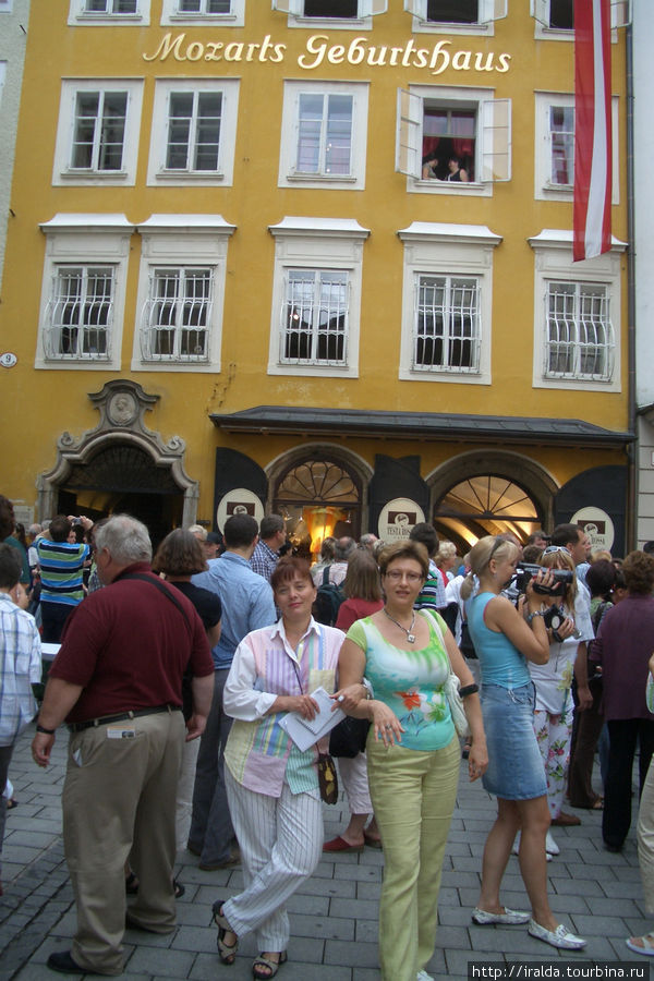 Перед нами дом в стиле рококо, где родился Моцарт