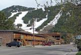 На лыжах кататься можно и самом городе, хотя более распространенное место — Джексон Хол