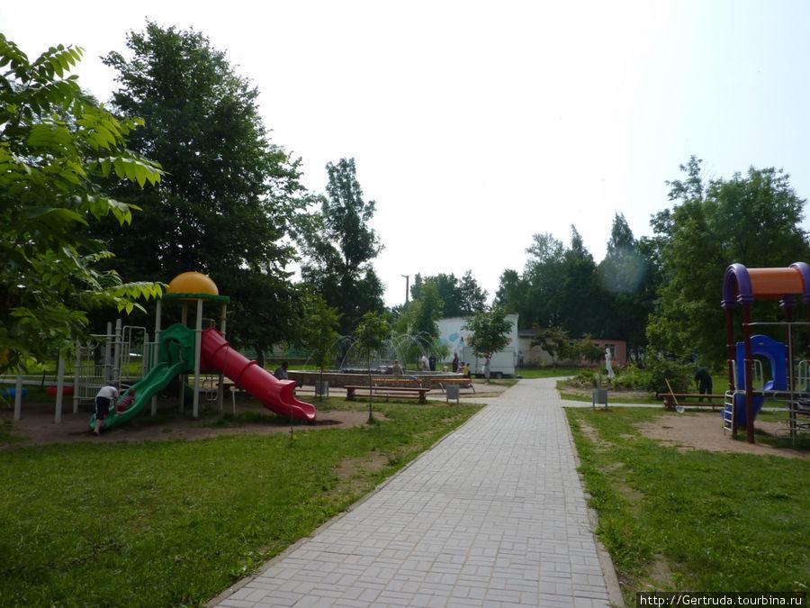 Детская площадка в сквере.