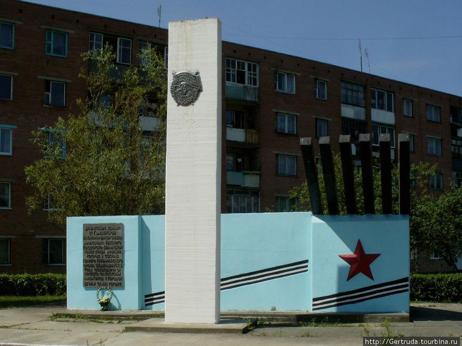 Памятник — воинам 2-й гвардейской Краснознамённой ордена Александра Невского Городокско-Берлинской миномётной дивизии.