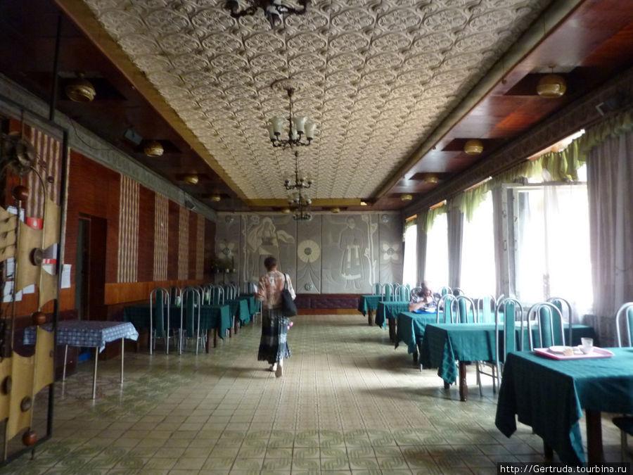 Главный зал кафе.