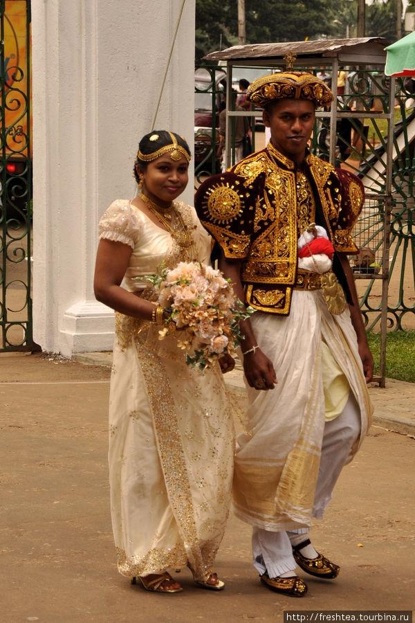 Эта пара выбрала классический кандийский стиль.