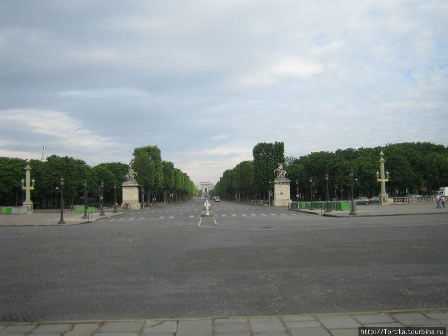 Париж. Вид на Елисейские