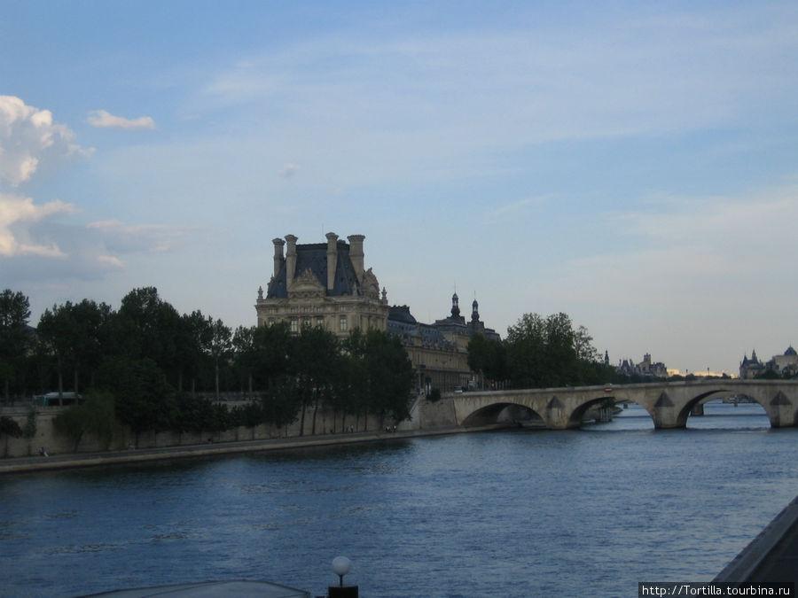 Париж. Вид на Сену и Лувр
