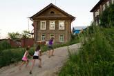 К вечеру дошли до Козьмодемьянска. Это как Голивуд, только в России. Город основан в 1583 году.